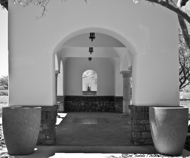 Arch 5 Black and White